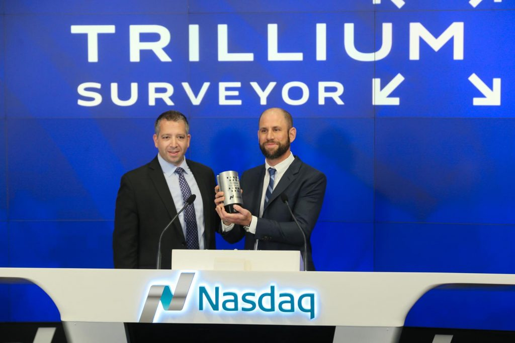 surveyor-nasdaq-lee-maschler-award-closing-bell